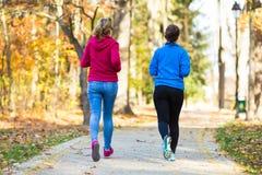 Het lopen van vrouwen Stock Foto