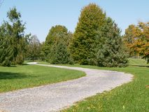 Het lopen van weg in een park royalty-vrije stock foto's