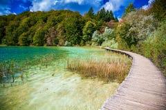 Het lopen van weg in Plitvice Royalty-vrije Stock Foto's