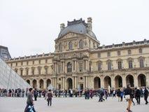 Het Louvre in Parijs Stock Foto's