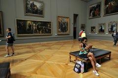 Het Louvremuseum het museum van de wereld` s grootste kunst en een historisch monument in Parijs, Frankrijk stock foto's