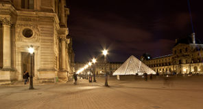 Het Louvrepaleis ('s nachts), Frankrijk Royalty-vrije Stock Afbeeldingen