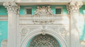 Het luchtclose-up van architectuurdetails van Abaza-Paleis bouwde 1858 in Odessa Ukraine in stock video