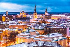 Het luchtlandschap van de de winteravond van Tallinn, Estland Royalty-vrije Stock Afbeelding