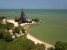 Het luchtmeningsheiligdom van waarheid is gigantische houtconstructie in Pattaya, Thailand Royalty-vrije Stock Foto's
