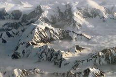 Het Luchtpanorama van Alaska van Smeltende Sneeuw op Bergpieken royalty-vrije stock afbeeldingen