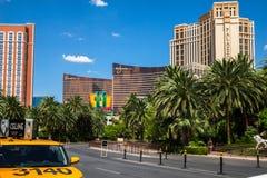 Het luchtspiegelinghotel en de Casinotaxi nemen gebied op Stock Foto