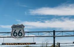 Het luchtteken van Route 66 op tusen staten stock afbeelding