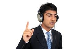 Het luisteren aan muziek stock afbeelding