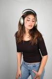 Het luisteren aan muziek-6 royalty-vrije stock afbeelding
