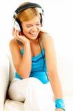 Het luisteren muziek Stock Foto's