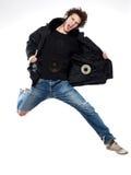 Het luisteren van de mens muziek het springende gelukkig gillen Royalty-vrije Stock Foto