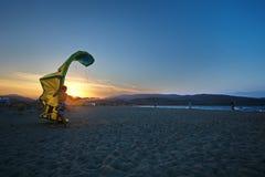 Het lunchen en het landen van de vlieger bij zonsondergang Royalty-vrije Stock Afbeelding