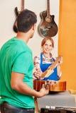 Het Luthieronderwijs tijdens houten leertijd stock foto