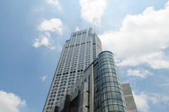 Het luxehotel hoog in hemel Stock Afbeeldingen
