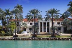 Het luxueuze Huis van de Waterkant royalty-vrije stock afbeelding
