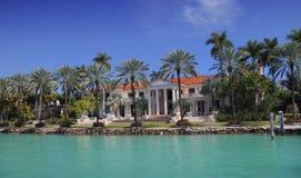 Het luxueuze Huis van de Waterkant Royalty-vrije Stock Fotografie