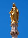 Het maagdelijke standbeeld van Mary voor de kathedraal van Zagreb Royalty-vrije Stock Fotografie
