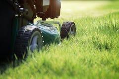 Het maaien van het gras Royalty-vrije Stock Foto