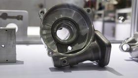 het machinaal bewerken van het afgietseldeel van de aluminiummatrijs Stock Afbeeldingen