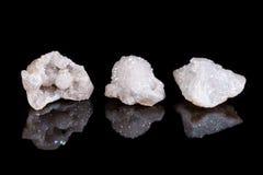 Het macro minerale kristal van het het aurakwarts van de steenengel op een zwarte backgro Stock Foto