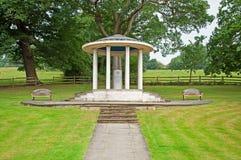 Het magna Gedenkteken Carta in Runnymede Stock Foto's