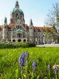 Het majestueuze nieuwe stadhuis in Marschpark in Hanover, Duitsland Stock Foto's