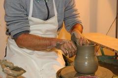 Het maken van aardewerk Stock Fotografie