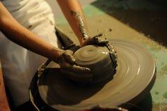 Het maken van aardewerk Stock Afbeeldingen
