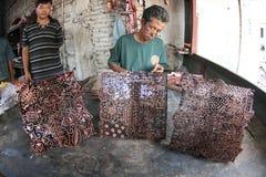 Het maken van batikzegel Royalty-vrije Stock Foto's