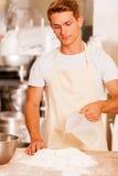 Het maken van deeg voor gebakje Stock Foto's