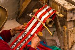 Het maken van Doek in Peru Stock Afbeeldingen