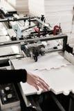 Het maken van dozen op transportband Stock Afbeelding