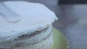 Het maken van een cake stock videobeelden