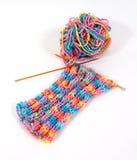 Het maken van een mooie sjaal Stock Foto's
