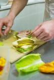 Het maken van een Sandwich Royalty-vrije Stock Foto's