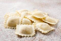 Het maken van eigengemaakte ravioli Stock Fotografie