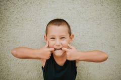 Het maken van grappige gezichten Royalty-vrije Stock Foto