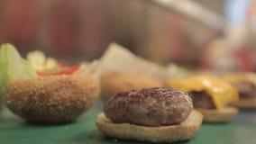 Het maken van Hamburger stock videobeelden