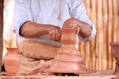 Het maken van het aardewerk Stock Foto's