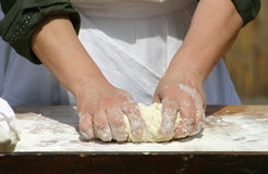 Het maken van het brood royalty-vrije stock afbeelding