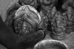 Het maken van Hindoese godsnaam Ganapati in Chidambaram, Tamilnadu, India stock fotografie