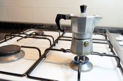 Het maken van Italiaanse koffie Royalty-vrije Stock Afbeelding