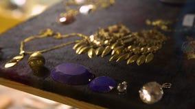 Het maken van juwelen stock videobeelden