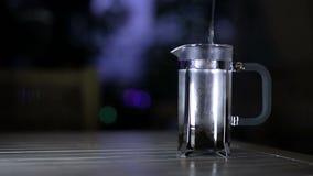 Het maken van koffie, één van de stadia stock footage