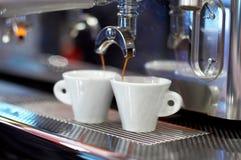 Het maken van koffie stock fotografie