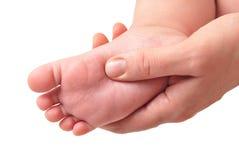 Het maken van massage van de voet van kinderen stock afbeelding