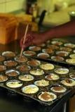Het maken van muffingebakje Stock Afbeelding