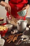 Het maken van muffins Stock Foto