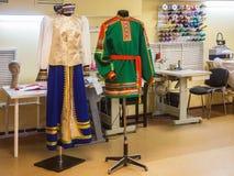 Het maken van nationale kostuums Royalty-vrije Stock Foto's